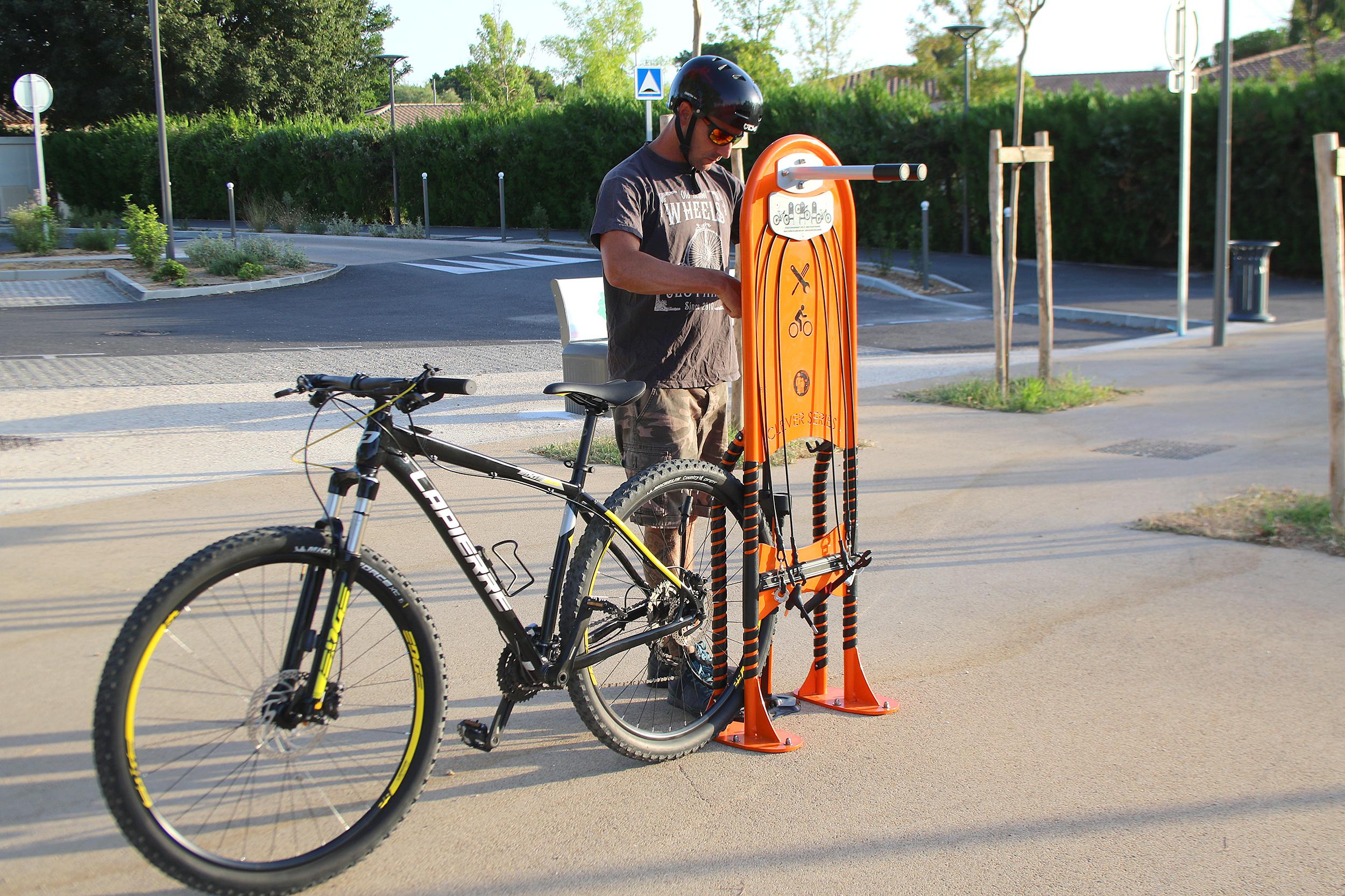Station de réparation vélo, pour mieux rouler en sécurité.